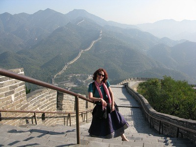 Nora Dunn, The Professional Hobo, on the steps of the Great Wall
