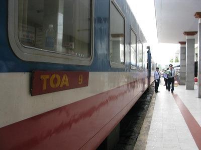 random train Vietnam