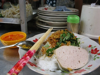 banh cuon - Vietnamese rice noodle breakfast