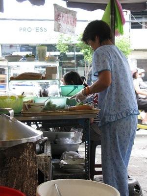 """My"" Vietnamese street food noodle lady - best breakfasts ever"