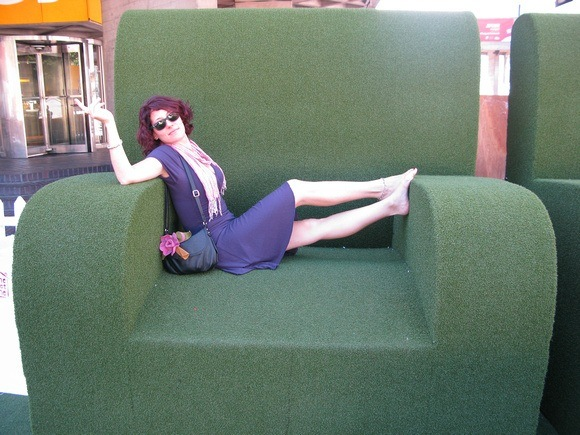 The Professional Hobo (Nora Dunn) in a big green chair