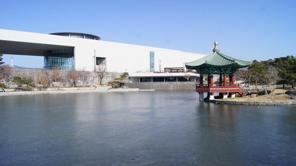 National Museum in Korea; photo by Julio Moreno