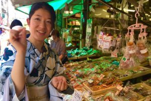Tsukiji Fish Market - shopping in the outer area