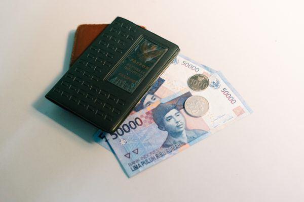 using money traveling