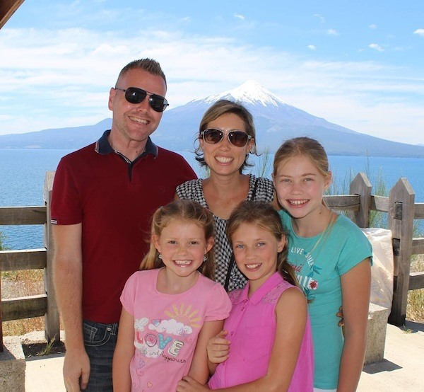 Beautiful family of five traveling full-time with online jobs
