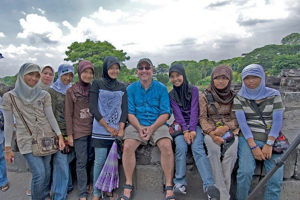 Gary Arndt traveling full-time, surrounded by a group of women
